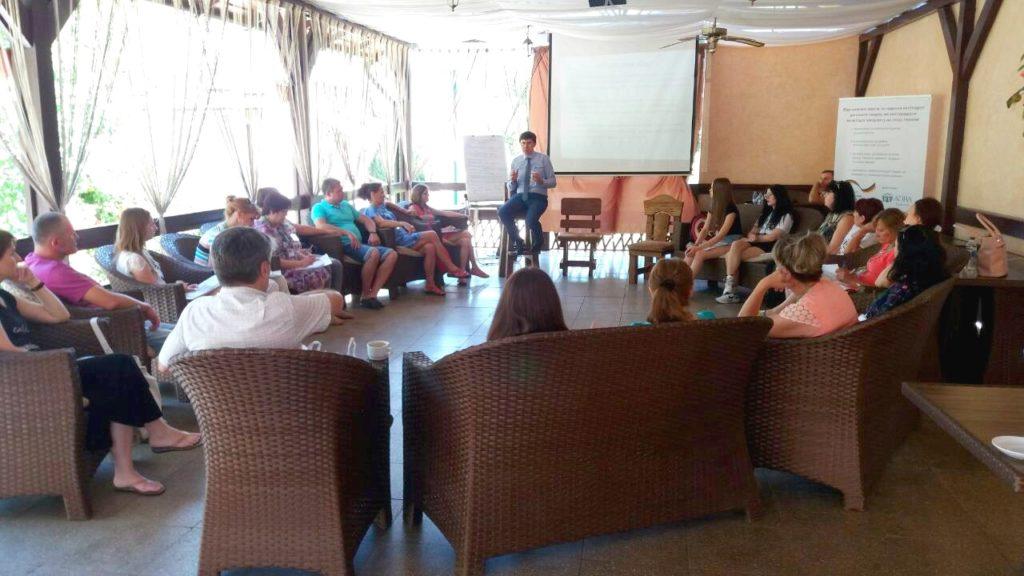 Соціальних працівників та психологів сходу України навчали працювати із психологічними травмами.