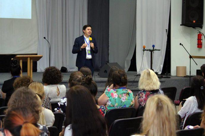 Долати професійні стреси вчили на конференції для адвентистських педагогів