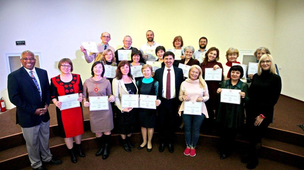 Консультанти по роботі із залежними та їх сім`ями отримали сертифікати