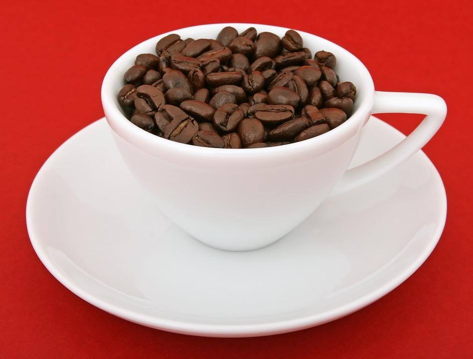 Чому не варто пити каву зранку?